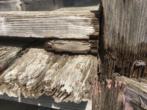 腐食した木材
